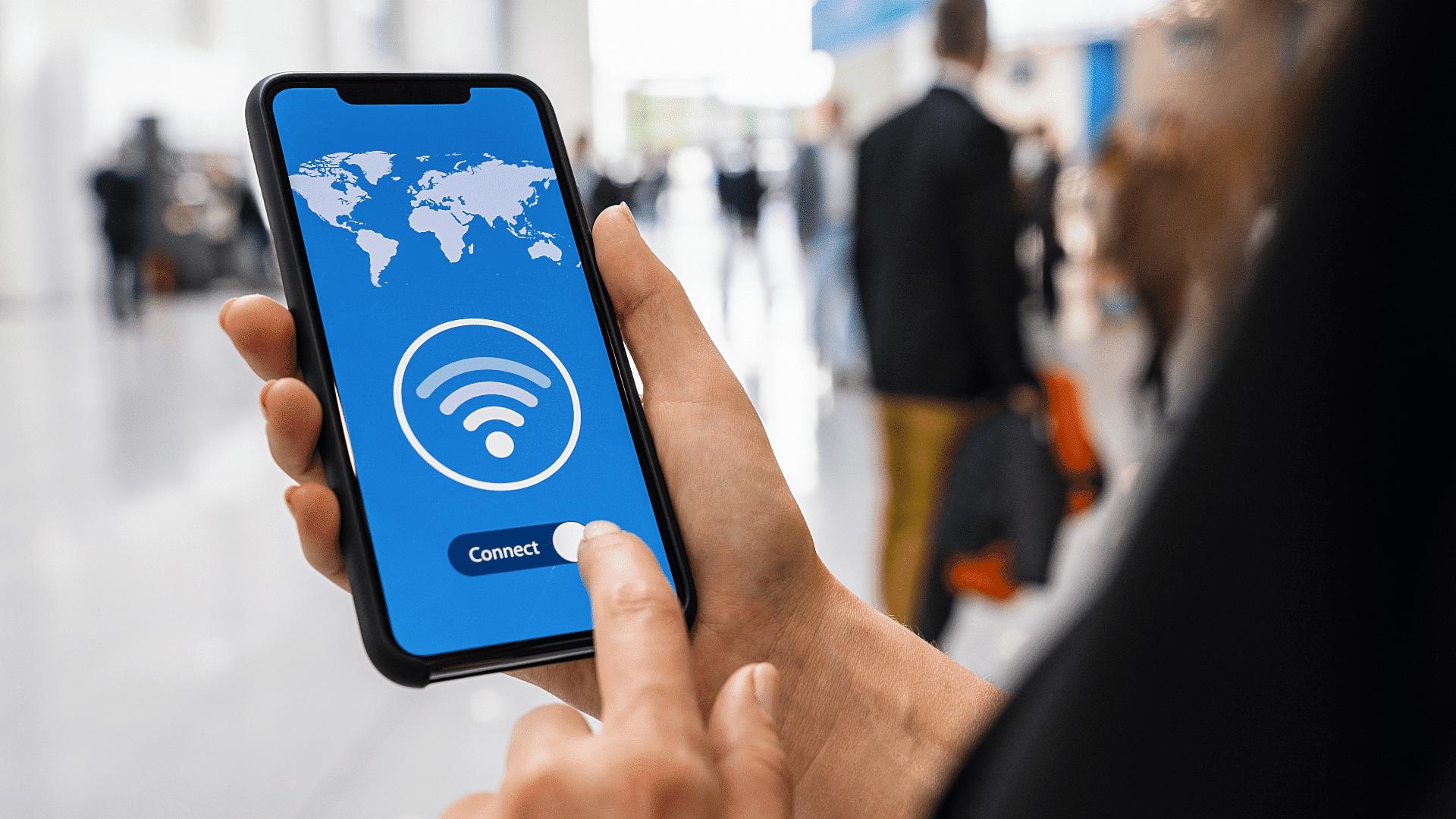 Collaboratore accede a rete VPN attraverso dispositivo mobile