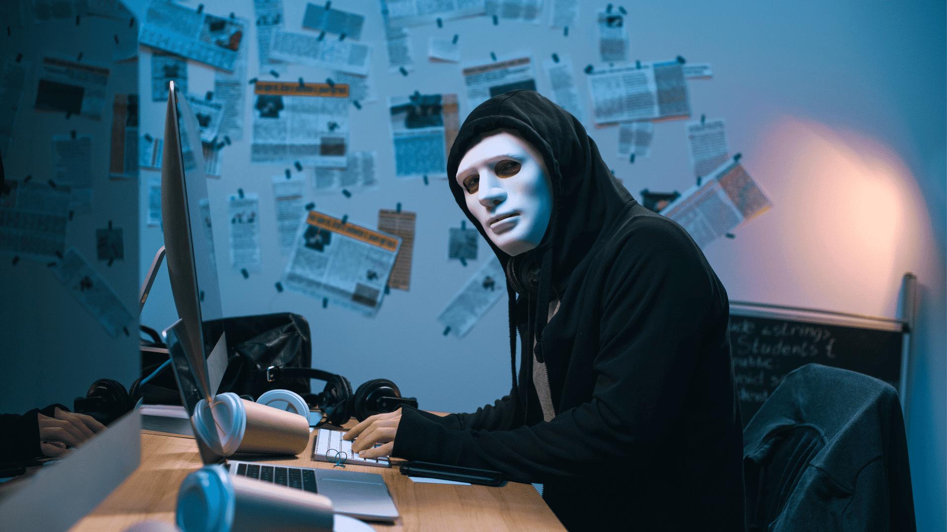 Hacker alla postazione di lavoro