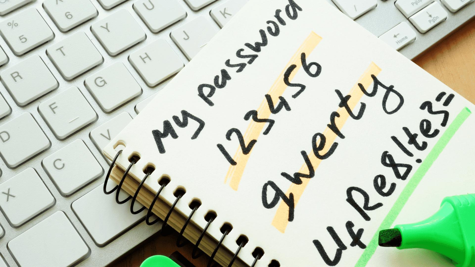 Password appuntate su un foglietto
